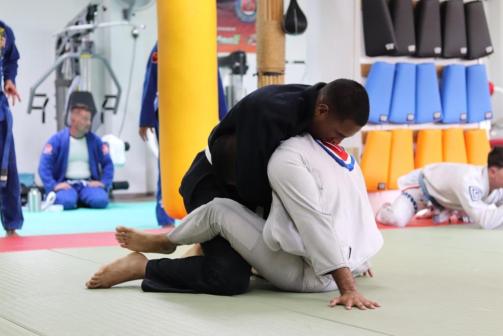Ringerischer Trainingskampf am Boden.