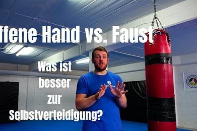 Offene Hände oder Fäuste?